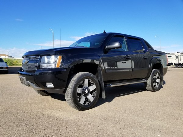 2011 Chevrolet Avalanche **LIFTED Z71**