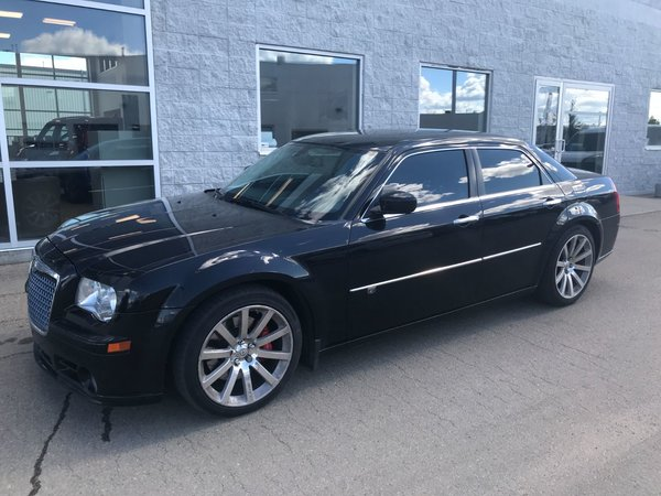 2010 Chrysler 300 300C SRT8 | LEATHER | NAVIGATION | SUNROOF |