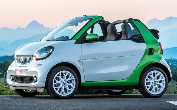 Mercedes Smart Car >> 2018 Smart Fortwo Cabrio Absorb The Summer In Mercedes