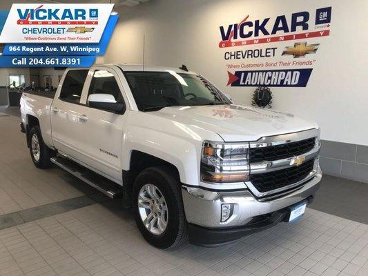 2017 Chevrolet Silverado 1500 5.3L V8, 4X4, CREW CAB, CENTER CONSOLE, HEATED SEATS  - $242 B/W