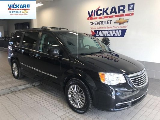2016 Chrysler Town & Country 7 PASSENGER, STOW N GO, REMOTE START, POWER HATCH  - $144.27 B/W