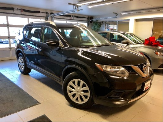 2015 Nissan Rogue S *LOCAL TRADE* *LOW KMS*