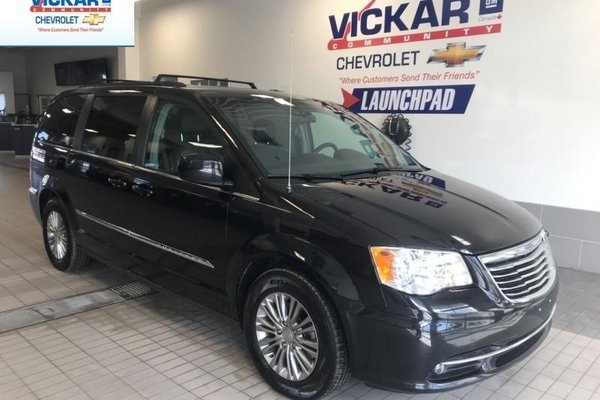 2016 Chrysler Town & Country 7 PASSENGER, STOW N GO, REMOTE START, POWER HATCH  - $140.59 B/W