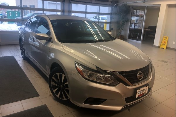 2016 Nissan Altima 2.5 SV *LOW KMS* *COMMAND START*