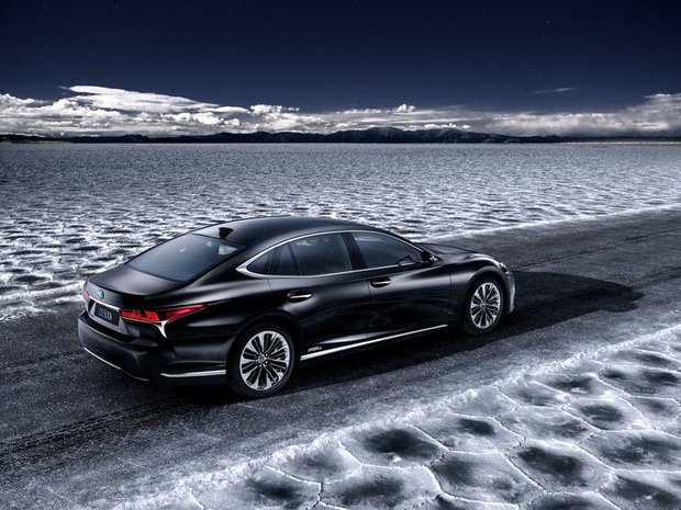 New 2018 Lexus LS 500h set for Geneva launch