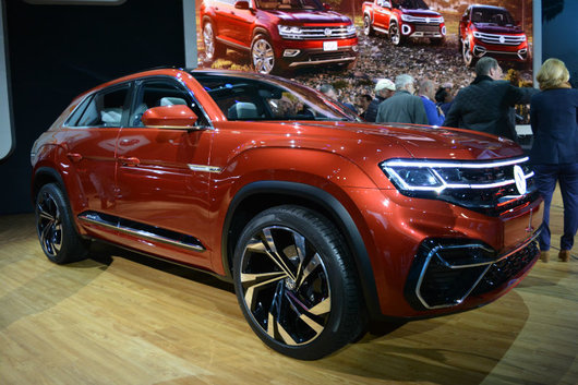 Volkswagen unveils hybrid-powered Atlas Cross Sport in New York