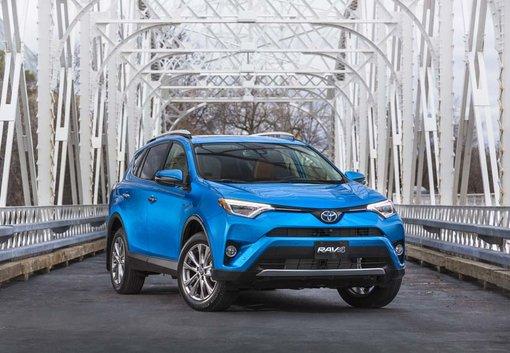 Les Toyota Prius 2017 et Toyota RAV4 Hybride 2017 nommés véhicules écologiques de l'année