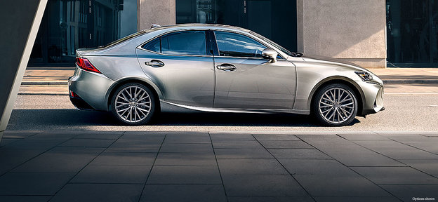 Discover the models offered in the 2017 Lexus IS family