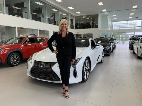 We are proud to announce our collaboration with Chantal Machabée for Lexus Laval!