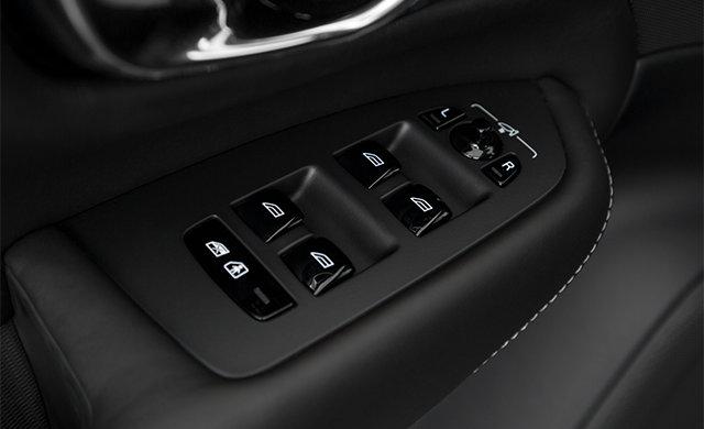 Volvo XC90 R-Design 2018 - 3