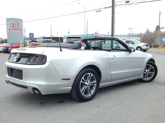 ford mustang convertible 2014 d 39 occasion vendre chez kia de granby. Black Bedroom Furniture Sets. Home Design Ideas