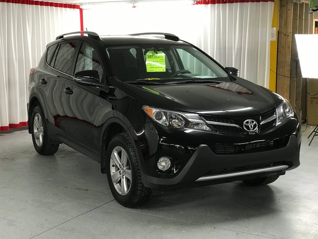 Toyota rav4 2015 d 39 occasion vendre chez angers toyota for Garage toyota angers