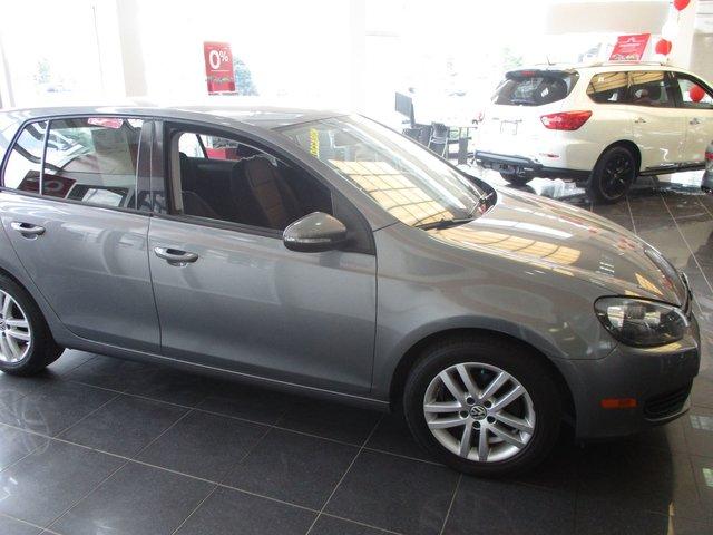 Volkswagen golf 2010 d 39 occasion vendre chez nissan de for Golf interieur montreal