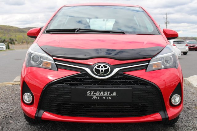 Toyota yaris 2015 d 39 occasion vendre chez st basile toyota for Interieur yaris 2015