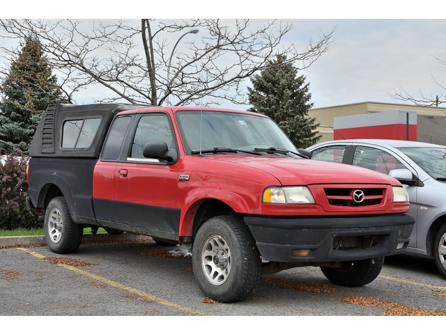 Mazda Série B B  3000 KING CAB MAGS BOITE EN FIBRE 2003