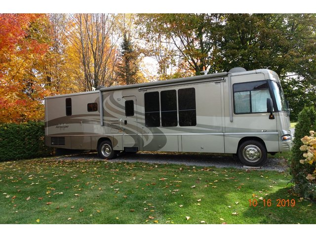 Winnebago ADVENTURER 38 PIEDS, ALLISON, BAS KM, PROPRE 2005