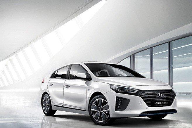 Hyundai IONIQ 2017 L'avenir de l'innovation hybride!