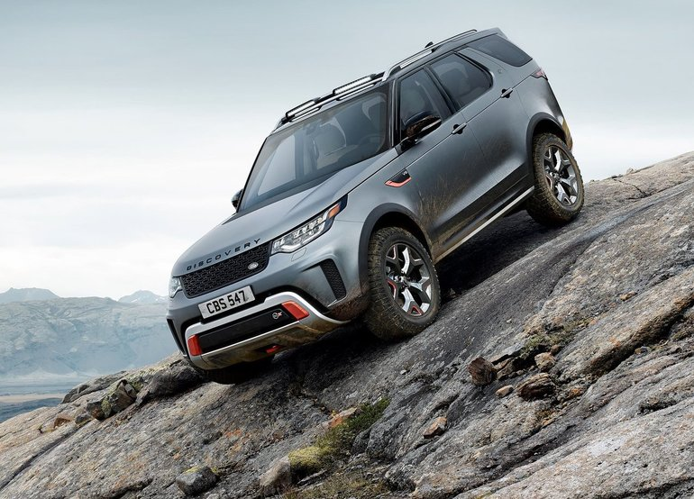 The Differences Between the Land Rover Discovery and Discovery Sport