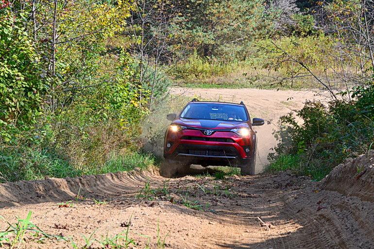 Un essai routier hors du commun chez Saint-Raymond Toyota : testez les capacités hors route de votre prochain véhicule!