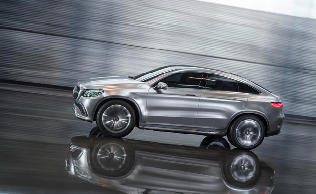 Mercedes-Benz unveils the new GLE in Detroit.