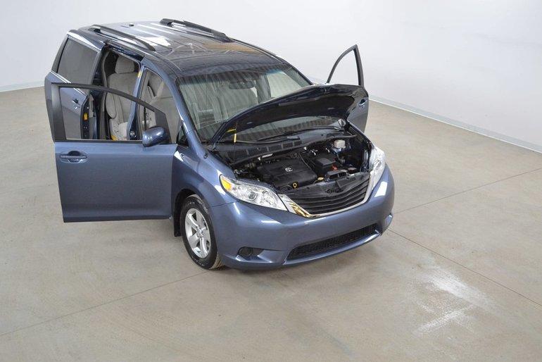 Toyota Sienna LE V6 8 Passagers Portes Coulissantes Electriques 2014