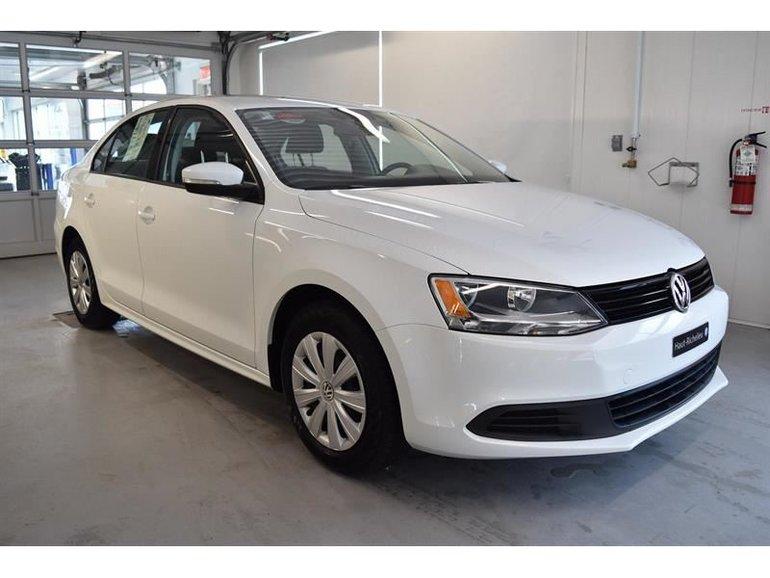 Volkswagen Jetta Trendline+**0.9% 2014
