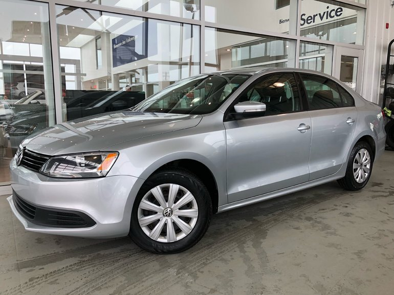 Used 2014 Volkswagen Jetta Sedan TRENDLINE Silver 31,592 KM for Sale