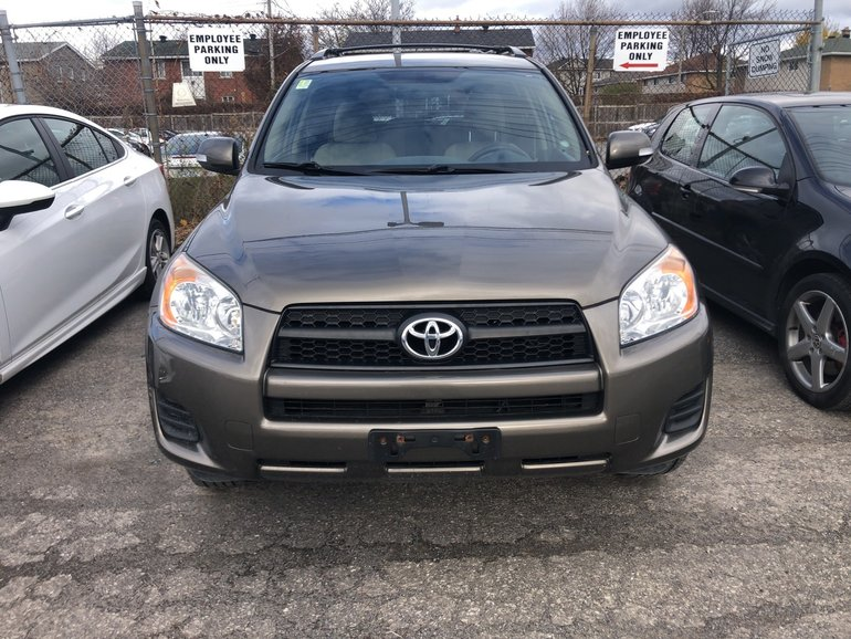 2010 Toyota RAV4 Fabric seats, 95000 KMS, Heated seats