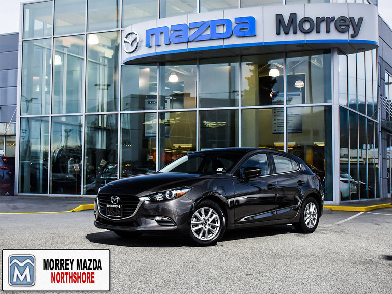 2017  Mazda3 Sport Hatchback with Heated seats! Back up camera! Click