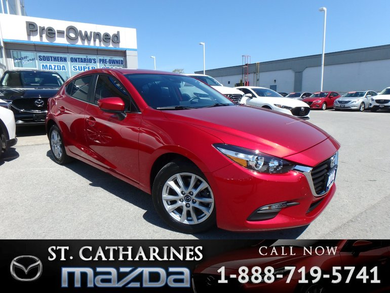 2018  Mazda3 Sport GS(Sunroof, Heated Seats, Alloy Wheels)