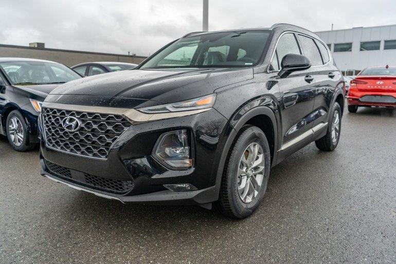 Hyundai Santa Fe ESSENTIAL w/ Dark Chrome Exterior Accents 2019