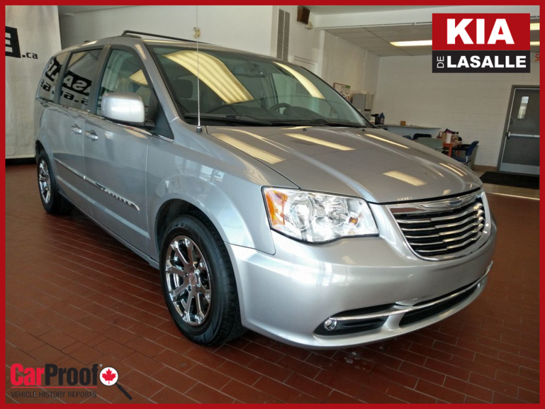 Chrysler Town & Country Touring // Stow'n'Go // Toit // DVD // Camera... 2013
