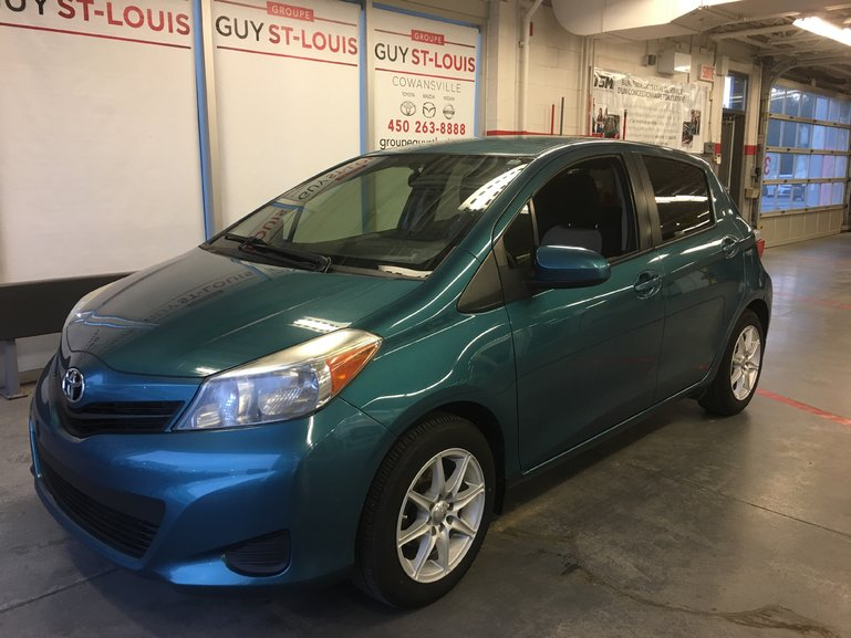 Toyota Yaris LE/MT/ Bluetooth 2012