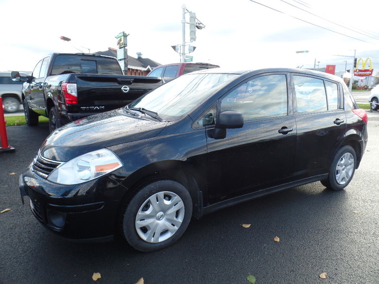 2011 Nissan Versa Hatchback 1.8 S At