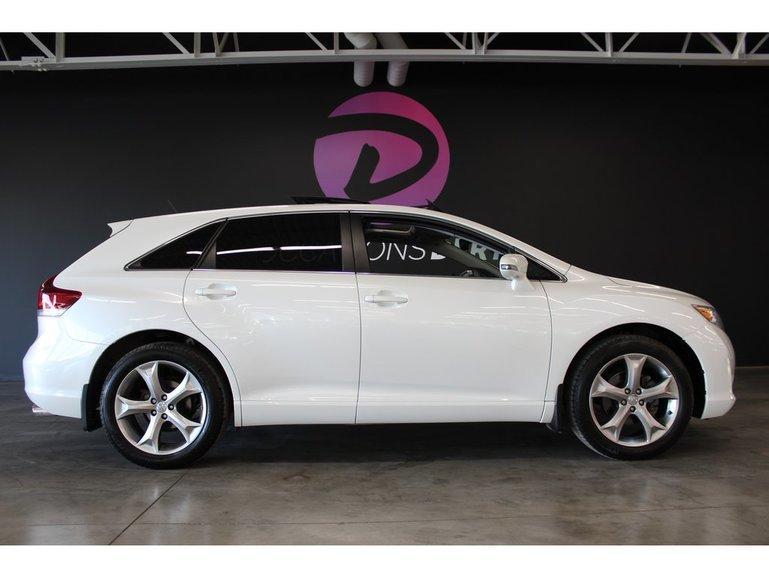 Toyota Venza Édition  Red Wood  V6 AWD XLE ! 2016