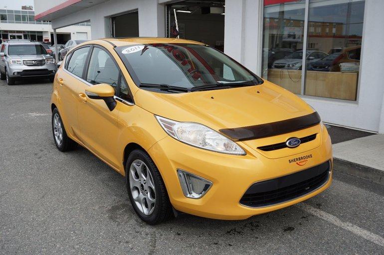 Ford Fiesta SES,  toit ouvrant, sièges et miroirs chauffants 2011