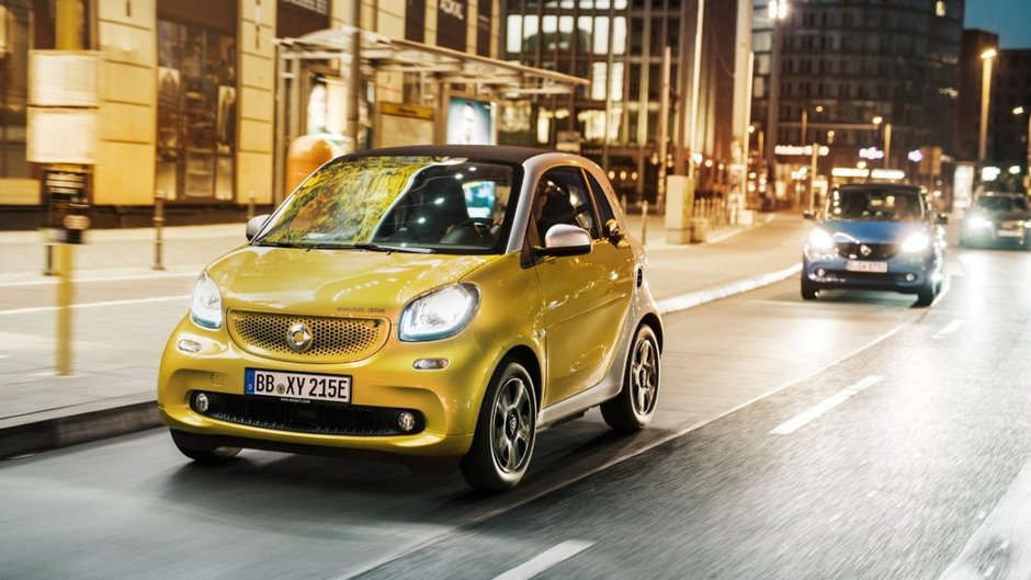 2018 smart fortwo: Electrifying the everyday.