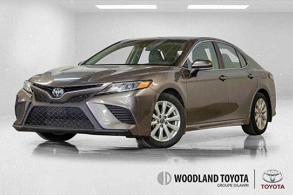 2018 Toyota Camry 4-Door Sedan SE 8A in Verdun, Quebec - w940px