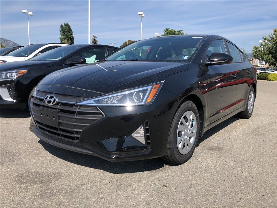 2019 Hyundai Elantra Sedan Essential at